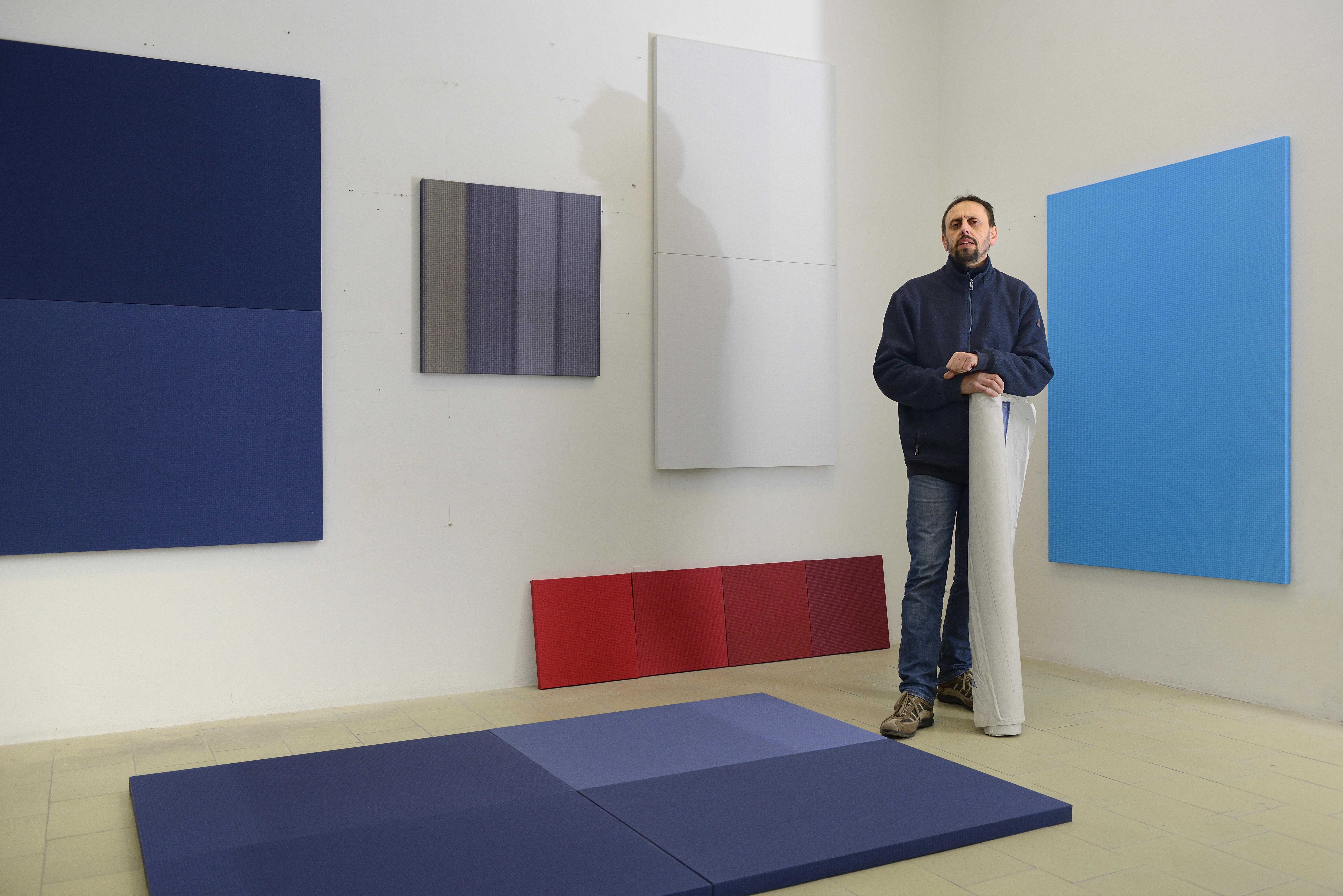 Rolando Tessadri nel suo studio