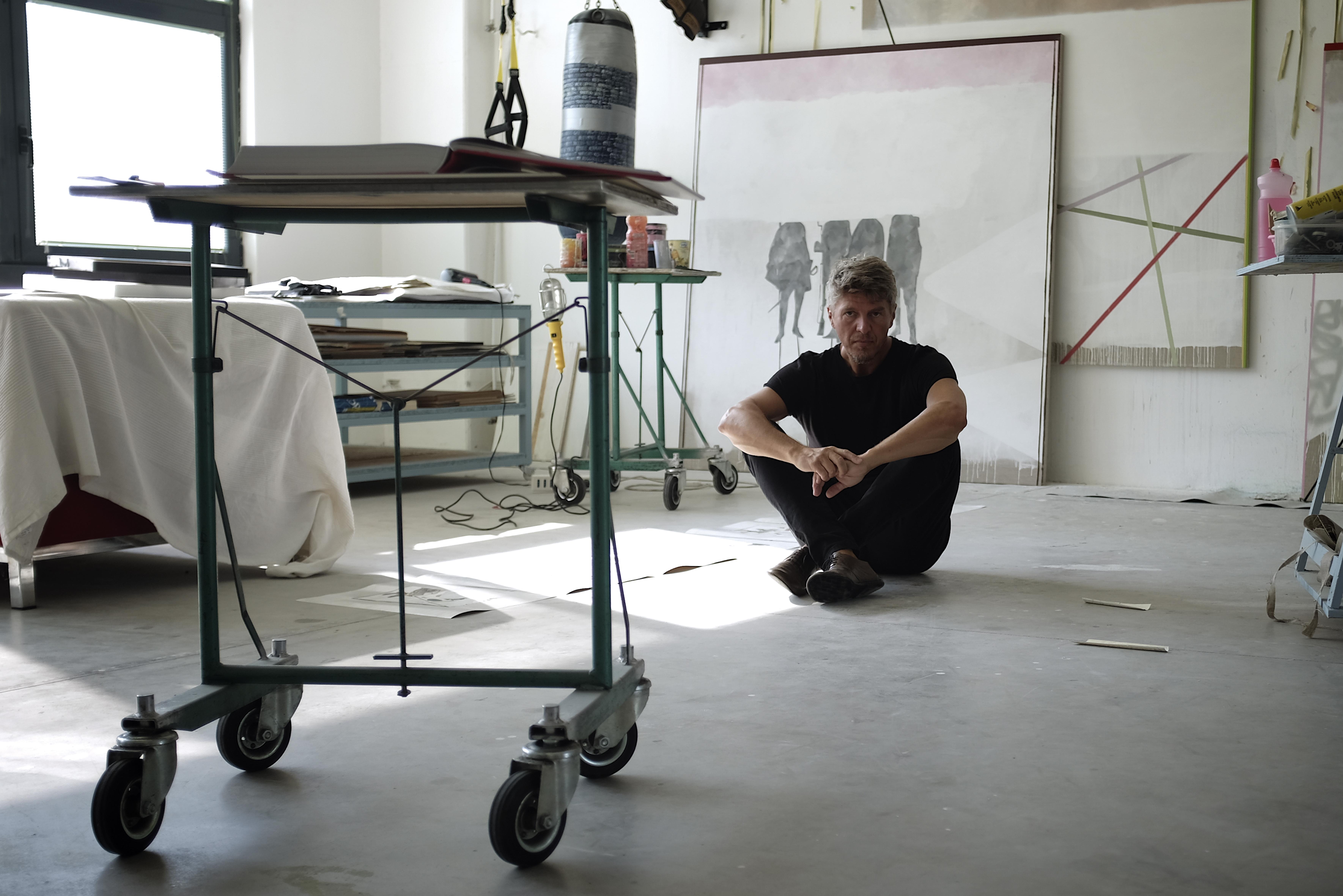 Luca Coser nel suo studio
