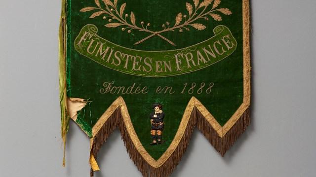 Gonfalone della Caisse de Prévoyance des ouvrièrs italiens fumistes en France, inizio Novecento, Mart, Archivio del '900, Fondo Baj