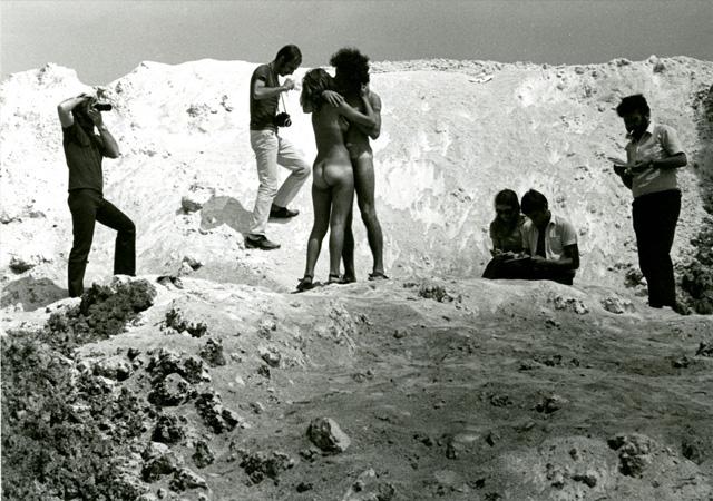 """Sirio Luginbühl, """"Amarsi a Marghera"""", 1970. Archivio Sirio Luginbühl, Padova"""