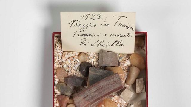 Scatoletta con ricordi del viaggio effettuato in Tunisia da Margherita Sarfatti, 1923, Mart, Archivio del '900, Fondo Sarfatti
